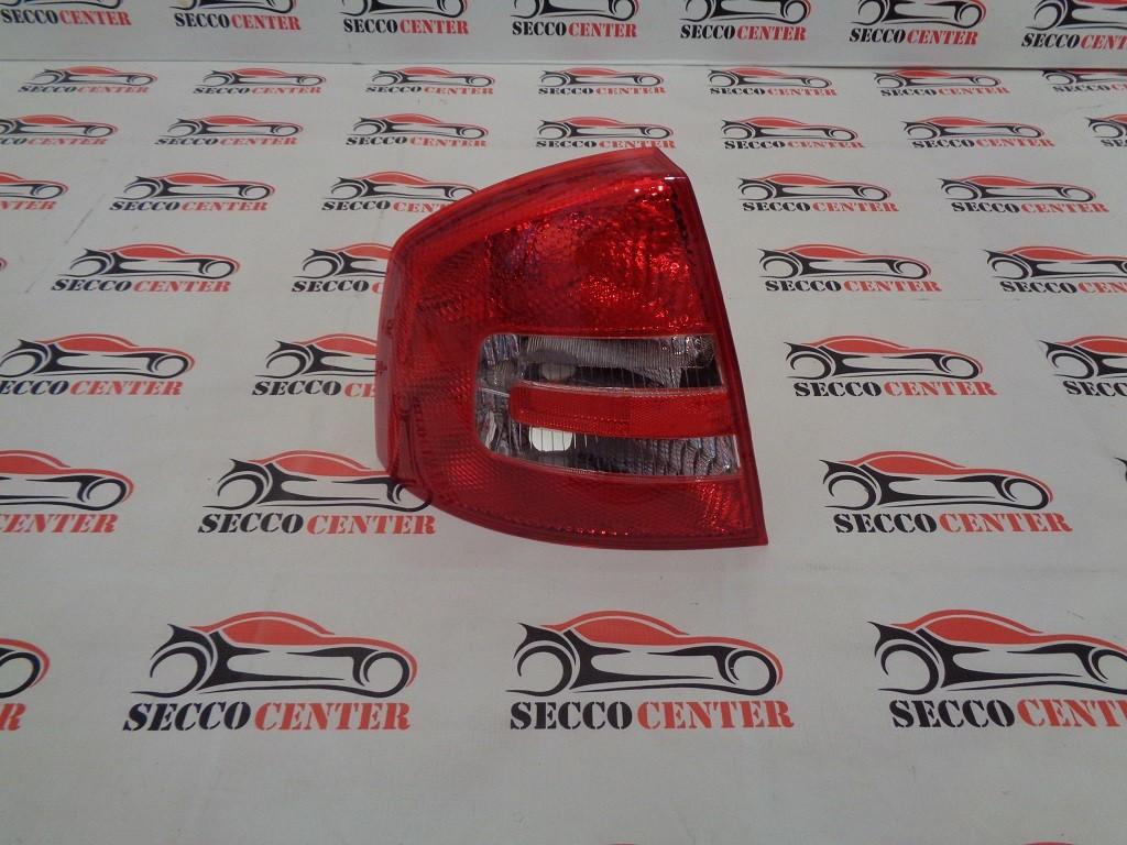 Lampa spate stop Skoda Octavia 2 2004 2005 2006 2007 2008 stanga